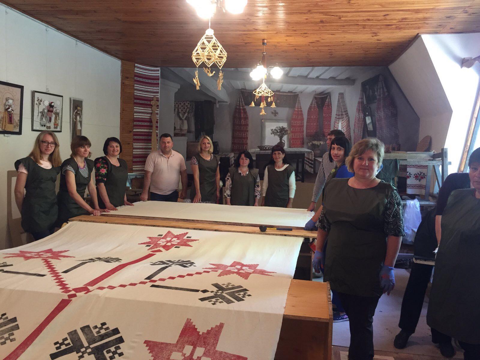 На Чернігівщині до Дня Незалежності виготовляють 200-метровий рушник-оберіг (Фото)