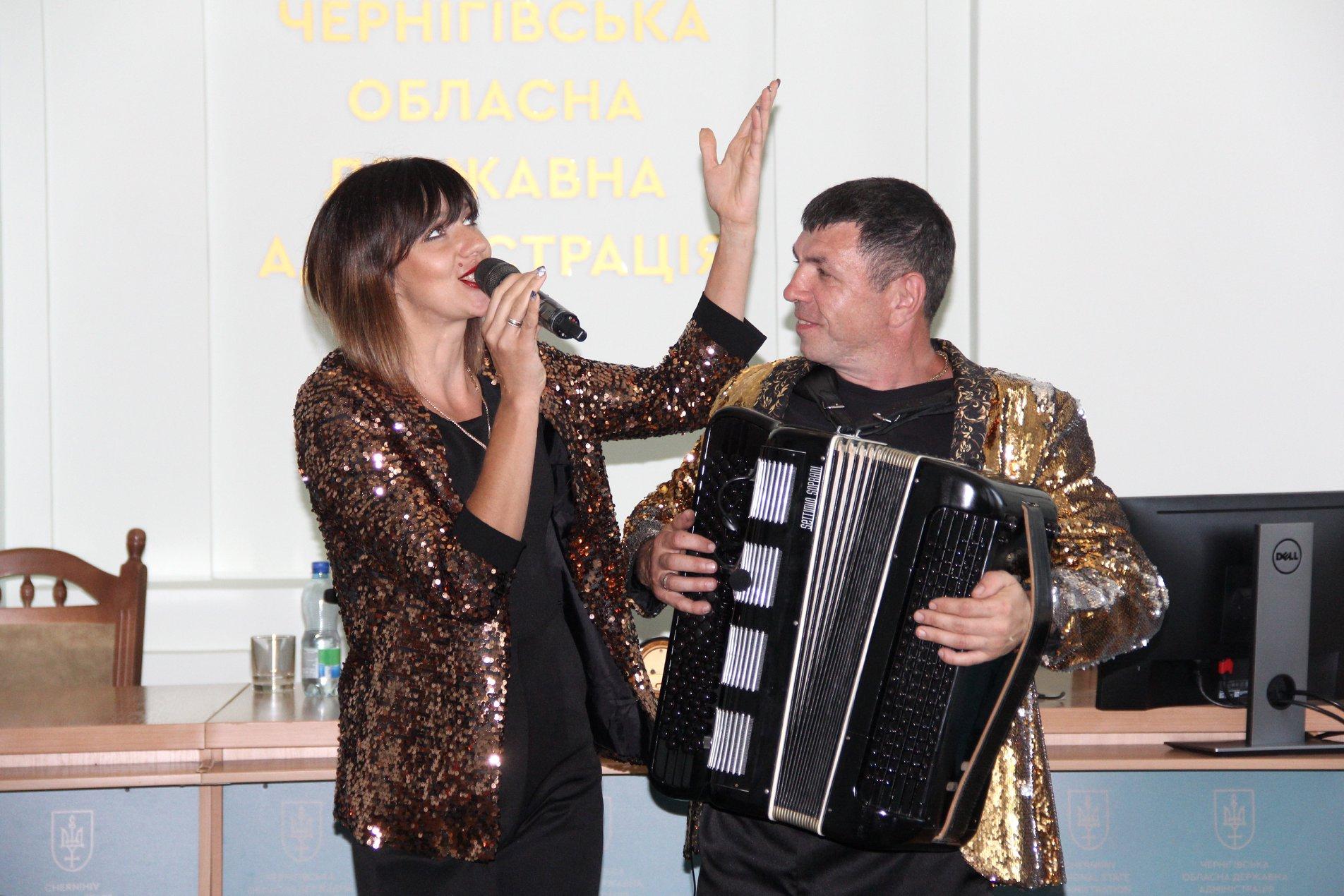 Артисти філармонії привітали медиків із професійним святом (Фото)