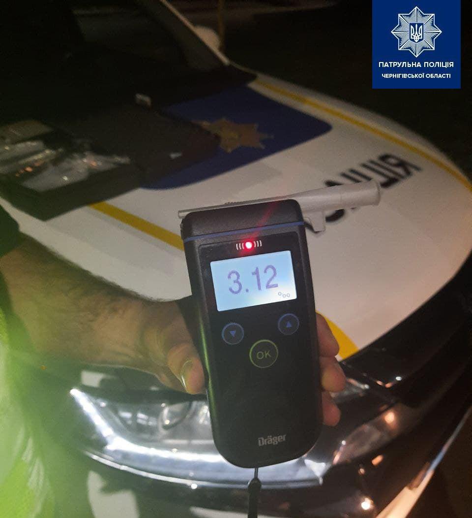 Патрульні зупинили в Чернігові водія-випивоху з 3,12 проміле алкоголю в крові (Фото)