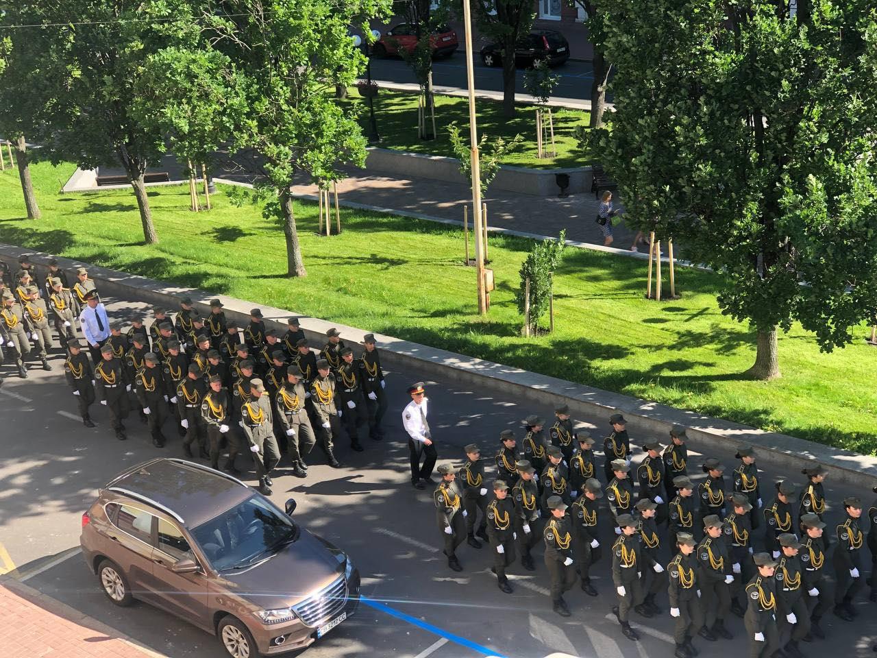 Центром міста урочистою ходою пройшлися випускники-пенітенціарії (Фото. Відео)