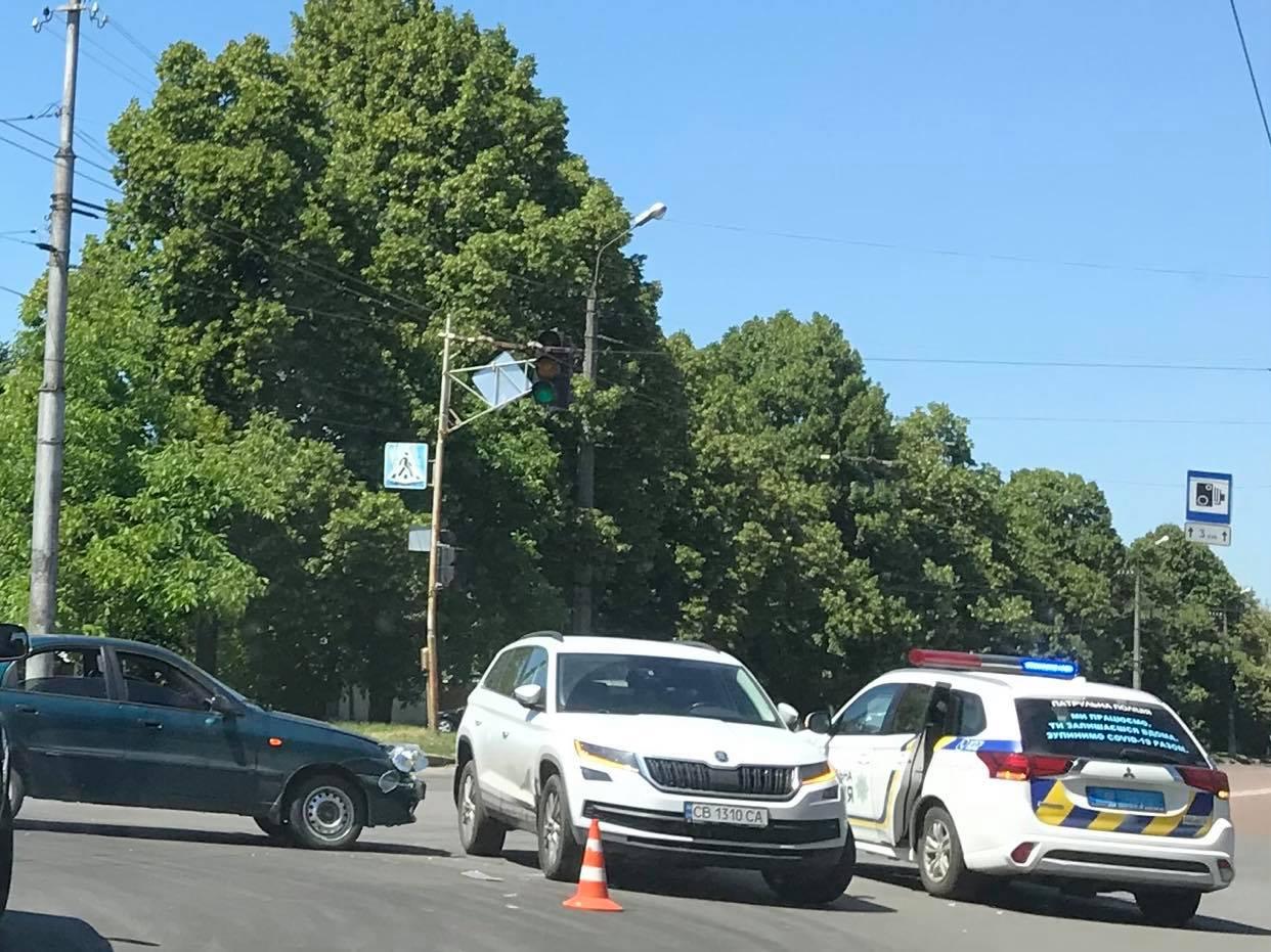 На проспекті Миру не розминулися дві автівки (Фотофакт)