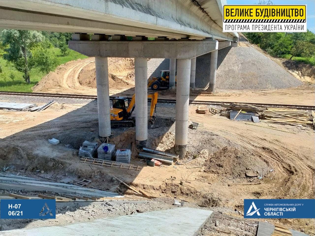 Шляхопровід через залізницю біля Прилук — у процесі реконструкції (Фото)