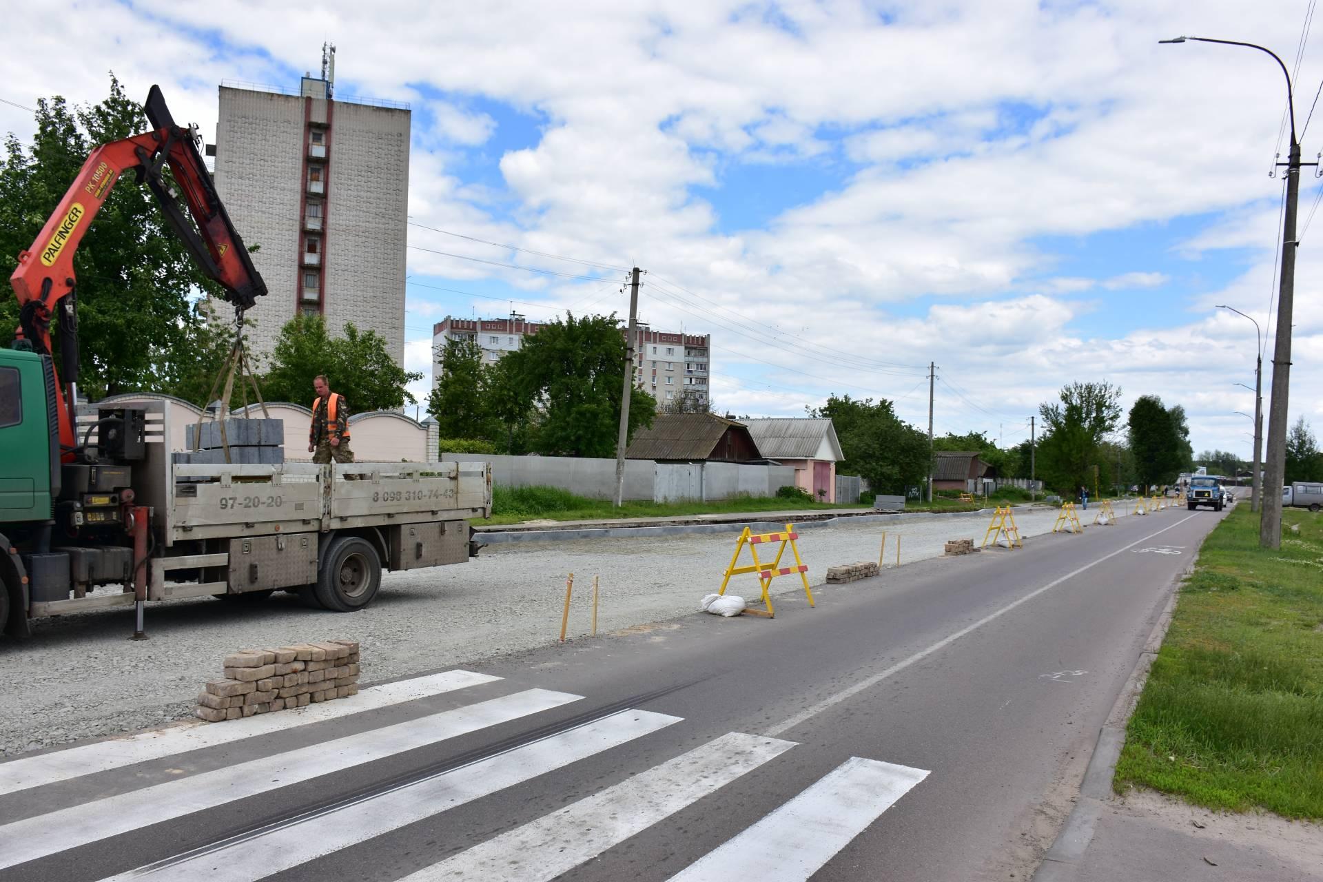 Триває реконструкція перехрестя вулиць Шевченка і Малиновського з облаштуванням кругового руху (Фото)