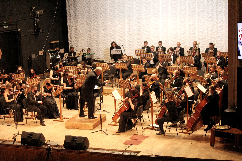 У філармонії концертом вітали Миколу Сукача з 75-річчям