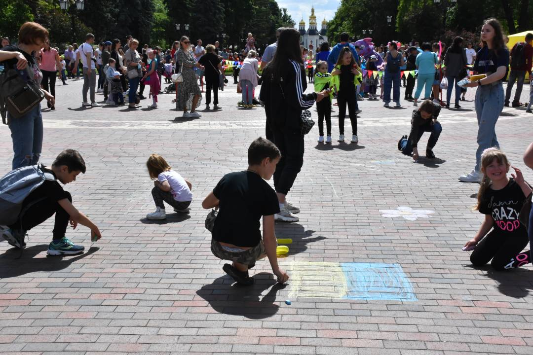 Свято на честь Дня захисту дітей відбулося на Алеї героїв у Чернігові (Фото)