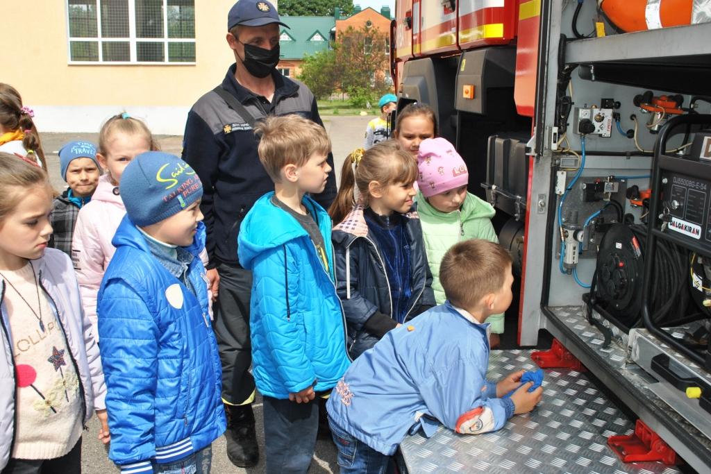 На Чернігівщині рятувальники провели для дітей акцію «Запобігти. Врятувати. Допомогти.» (Фото)