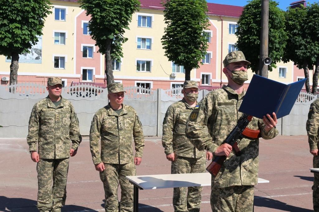 У Чернігові строковики склали військову присягу (Фото)