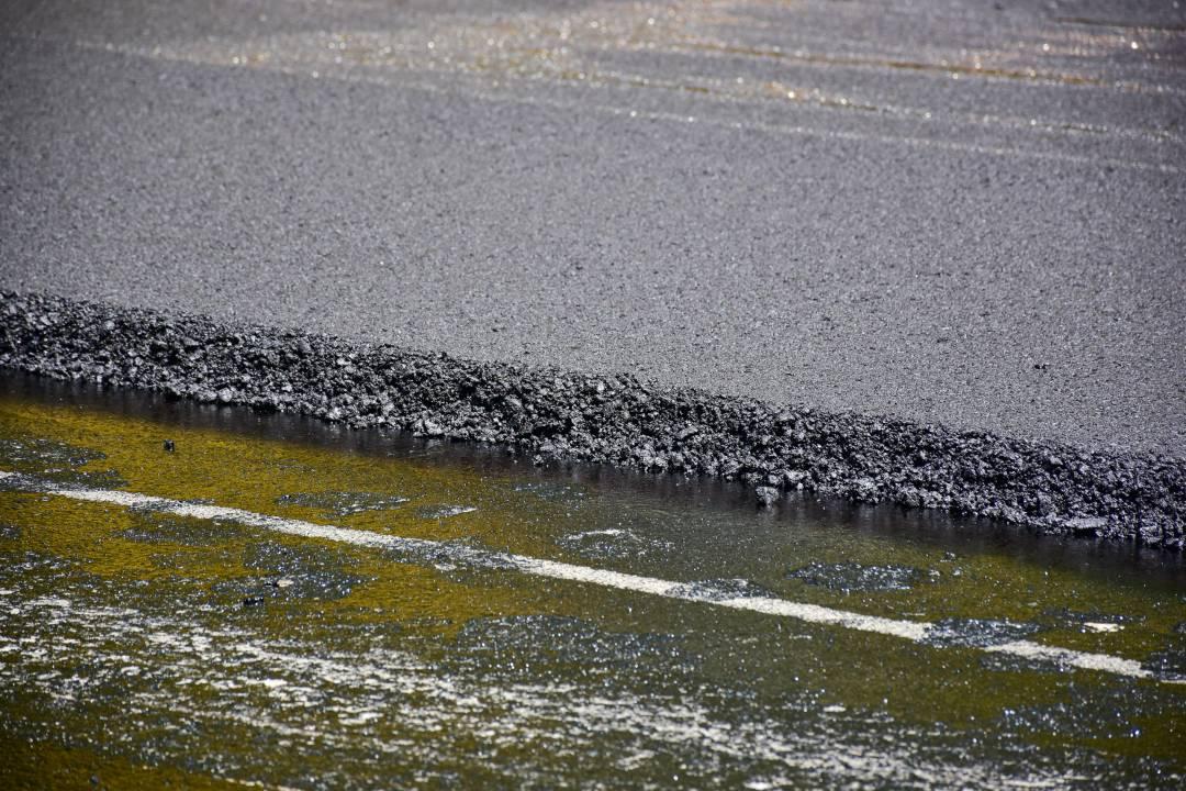 На вулиці Космонавтів у Чернігові завершують ремонт дороги (Фото)