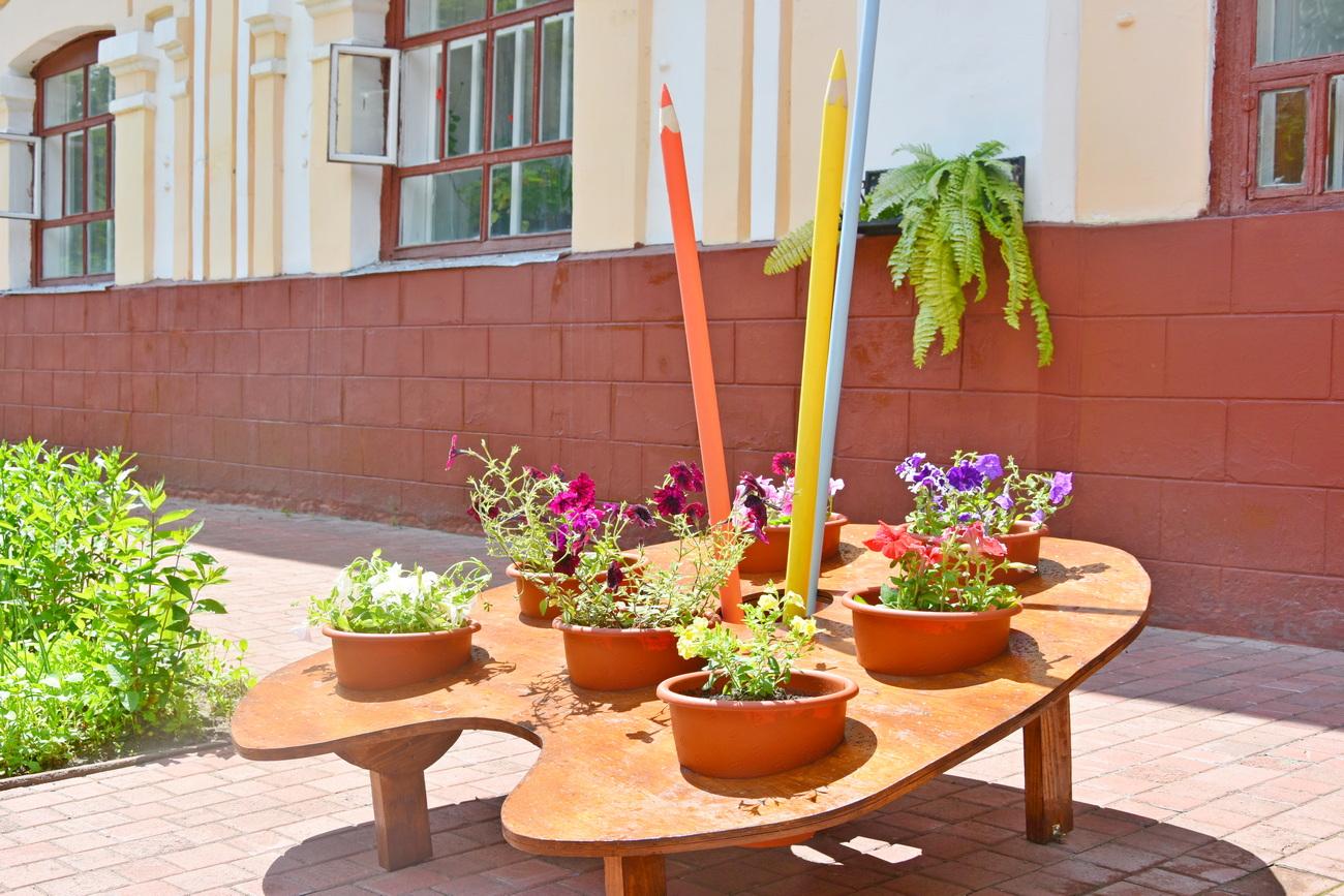 Клумба-палітра з'явилася в громаді на Чернігівщині (Фото)