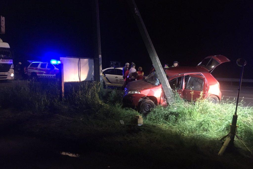 На київській трасі рятувальники деблокували постраждалого водія з пошкодженого автомобіля (Фото)