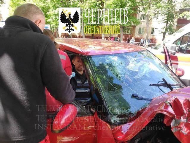 П'яна ДТП на проспекті Перемоги в Чернігові (Фото)