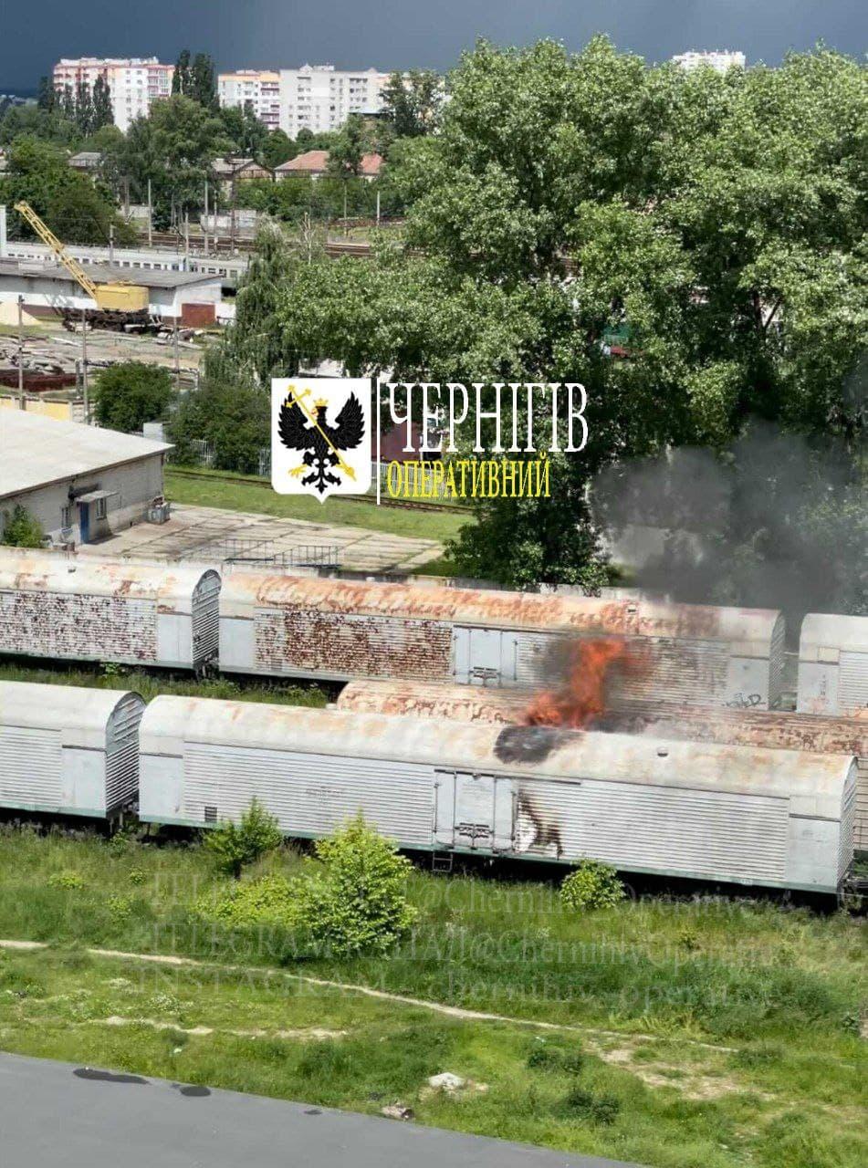 У Чернігові горіли вагони (Фотофакт)