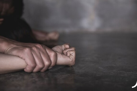 1579520164_bigstock-man-s-hand-holding-a-woman-rape-291018214-1555340645707