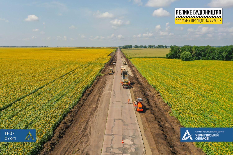 Ремонтується ділянка траси Н-07 Київ – Суми поблизу села Петрівське (Фото)