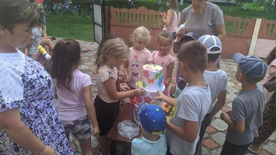 На Чернігівщині для дітей влаштували свято торта