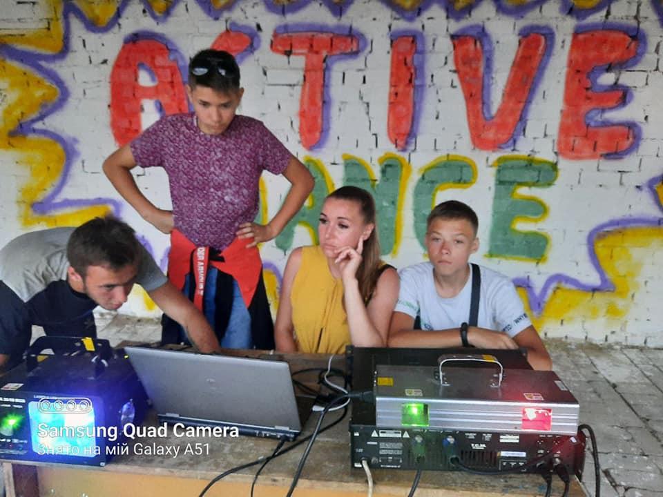 У Носівці активна молодь відновила роботу танцювального майданчика (Фото)
