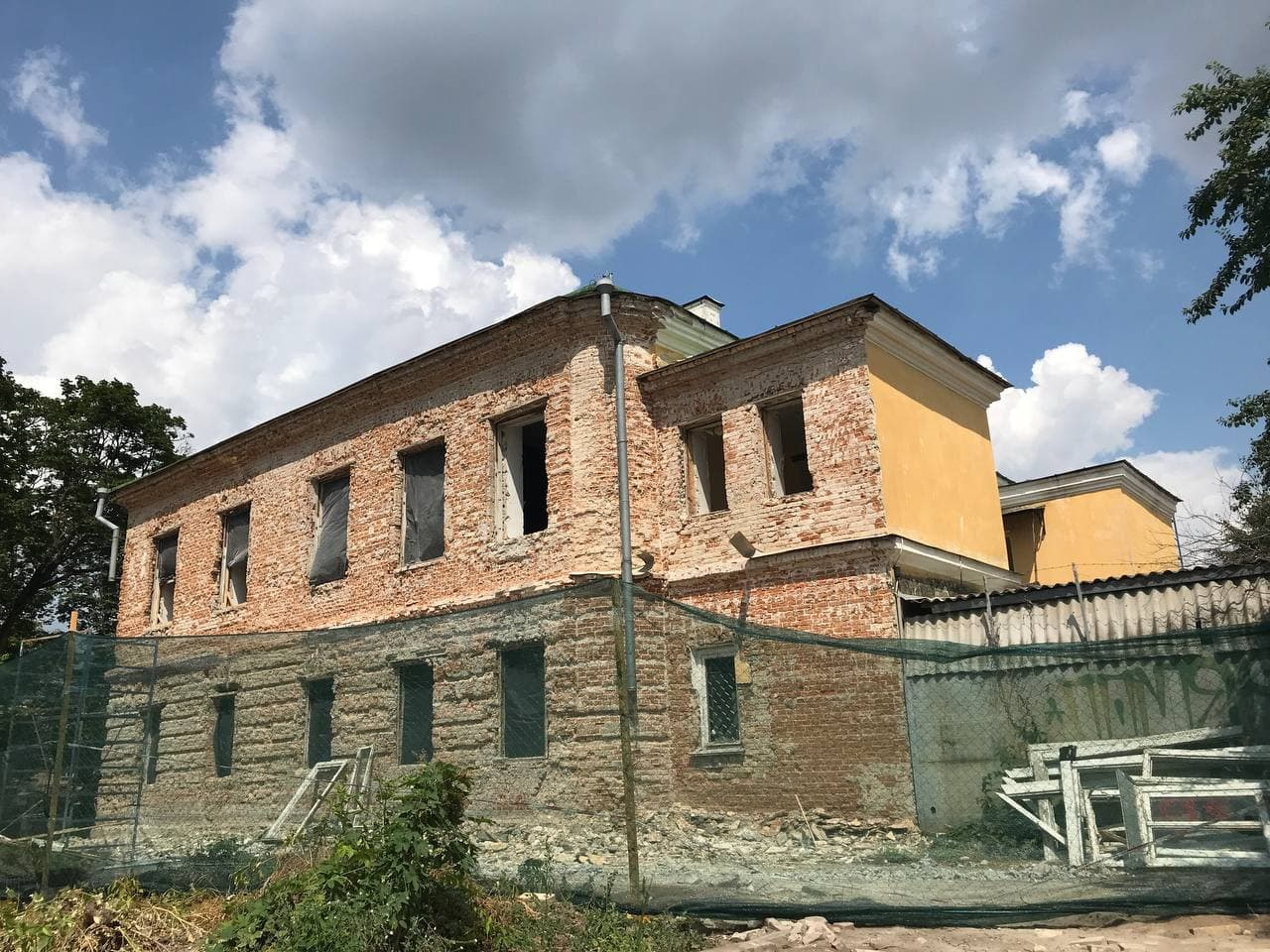 На Валу розпочали реконструкцію будівлі для майбутнього музею міста (Фото)