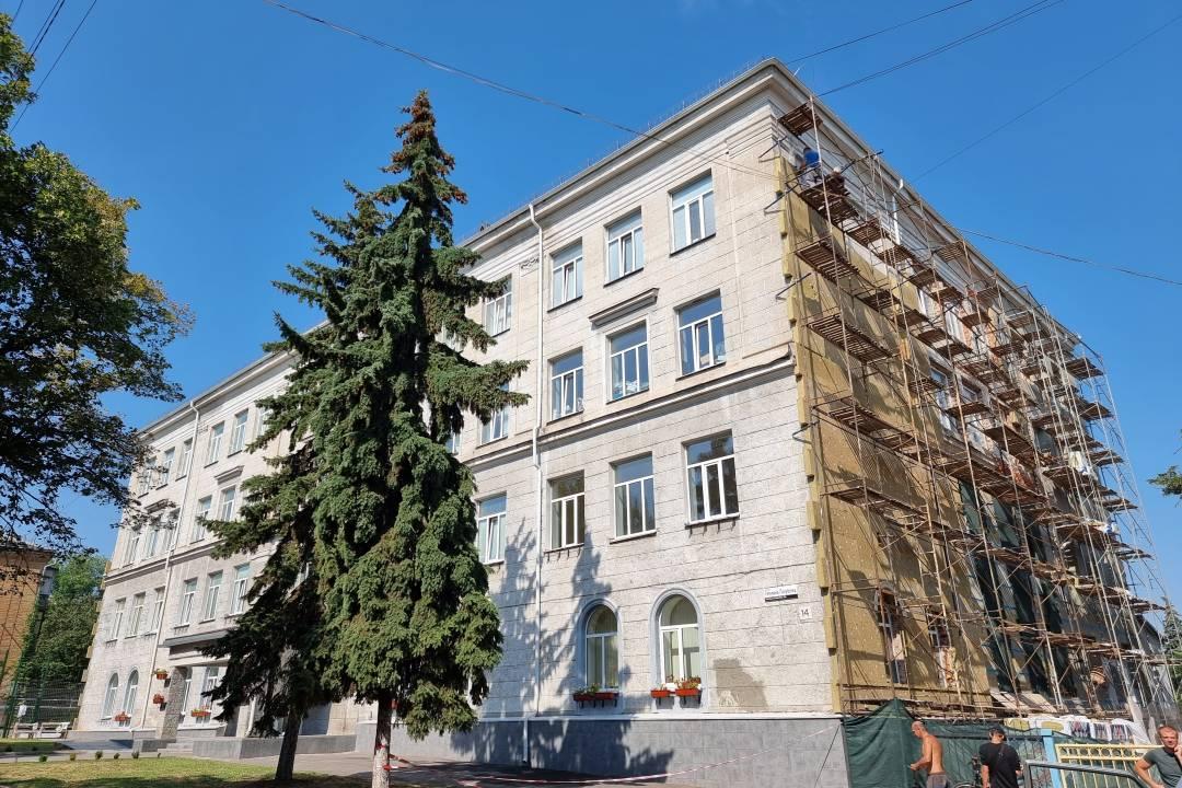У Чернігові утеплення третьої школи вийшло на фінішний етап (Фото)
