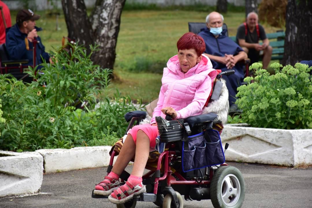 У Чернігові продемонстрували колекцію спеціального одягу для людей з обмеженими руховими можливостями (Фото)