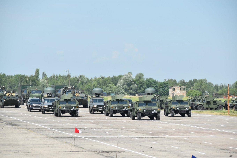 Під Черніговом розпочалися тренування військового параду до Дня Незалежності України (Фото, відео)