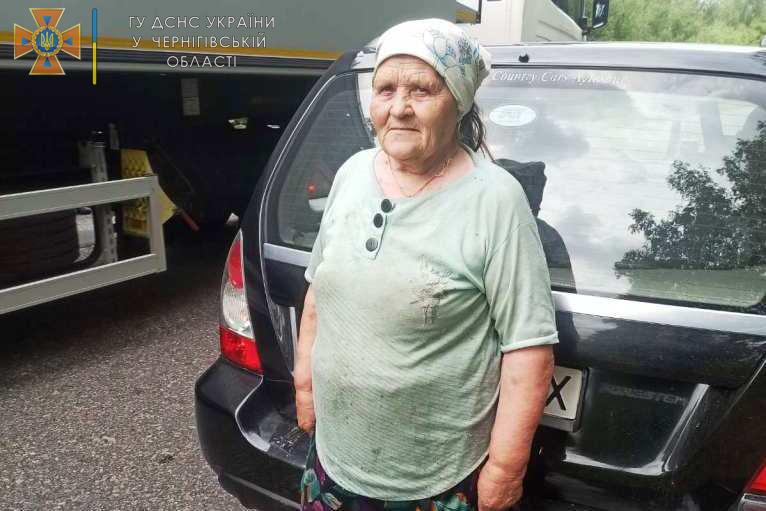 79-річну жінку, що загубилася в лісі на Чернігівщині, знайшли (Фото)