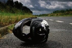 1727321-na-smolyanskomu-maydani-28-richniy-mototsiklist-vrizavsya-u-stovp-i-zaginuv