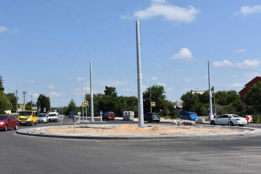 На перетині вулиць Шевченка та Малиновського у Чернігові відкрили рух по колу (Фото)