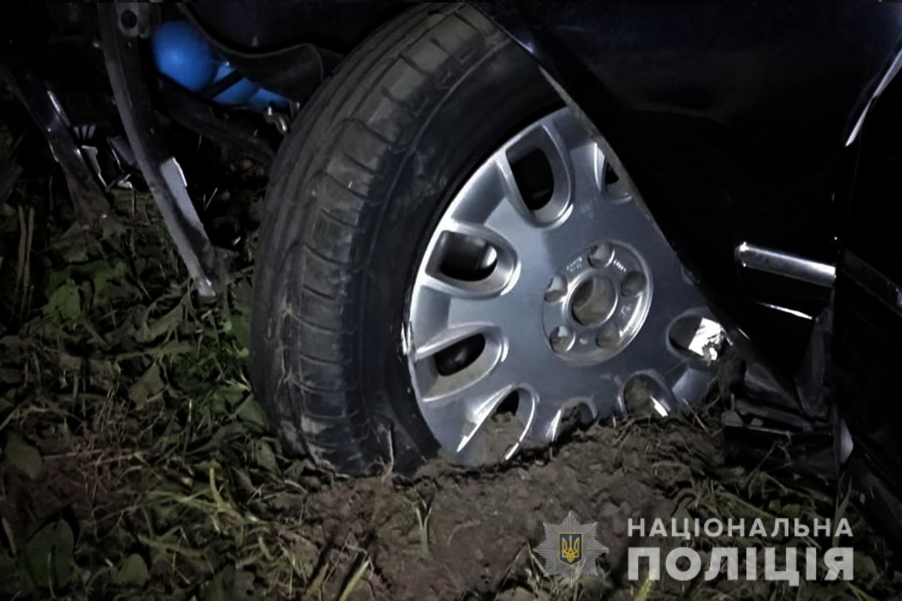 В'їхали у будинок: на Чернігівщині у результат ДТП загинуло двоє (Фото)
