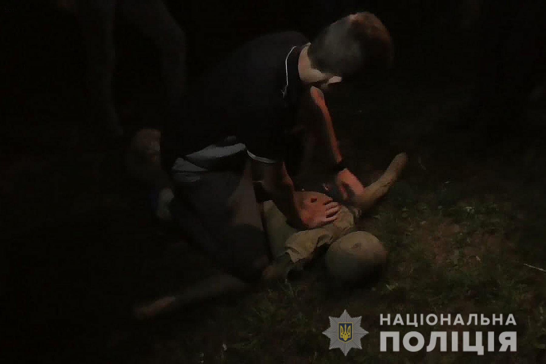 У Ніжинському районі поліція затримала двох осіб за підозрою у смертельному побитті односельця (Фото)