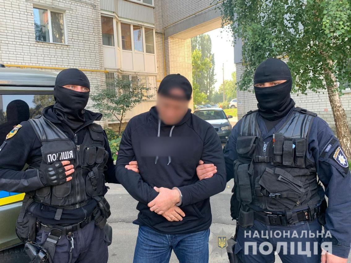 Чернігівські поліцейські затримали двох іноземців за квартирні крадіжки (Фото)