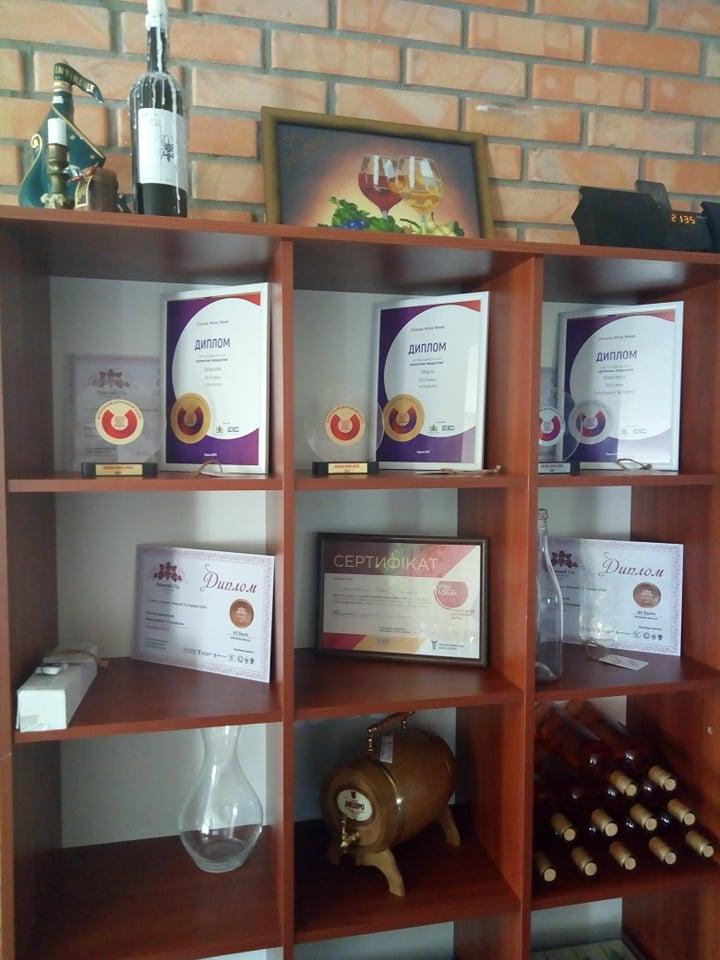 Під Черніговом виготовляють крафтове вино (Фото)