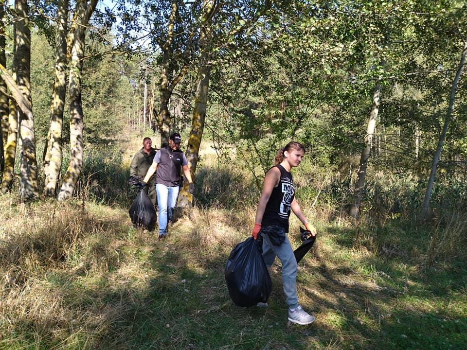 Ніжинські лісівники долучилися до Всесвітнього дня прибирання (Фото)