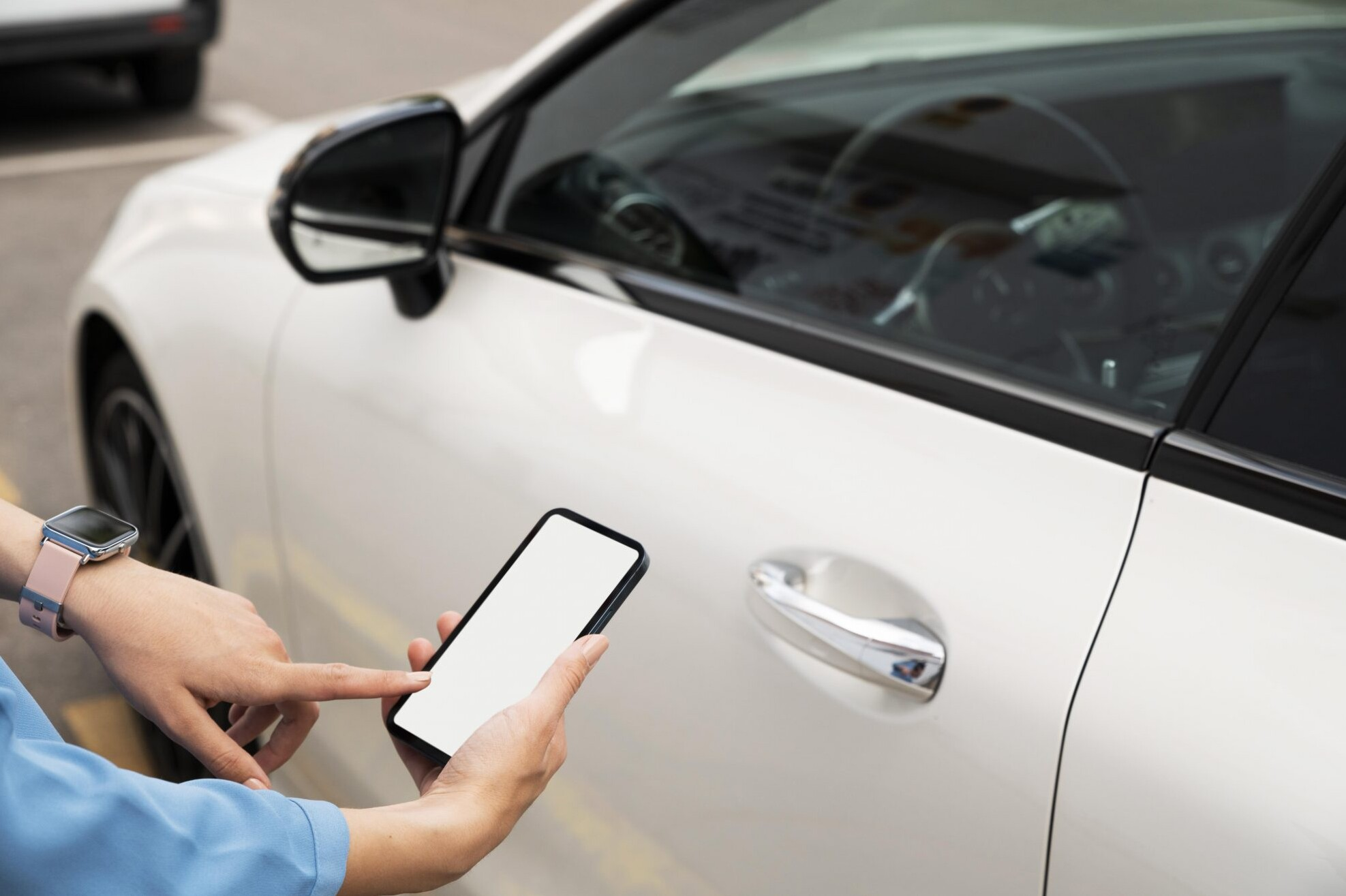 hand-using-phone-lock-car-e1631714679533
