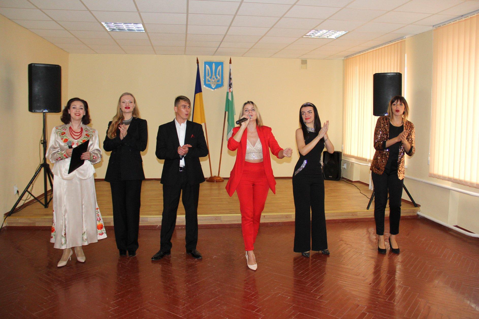 Святковою концертною програмою вітали в Чернігові захисників і захисниць (Фото)