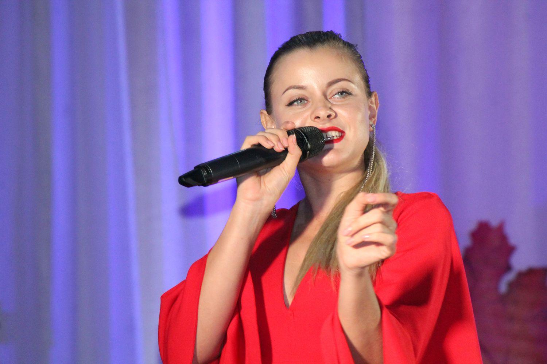 Артисти філармонії привітали вчителів Остерської громади (Фото)