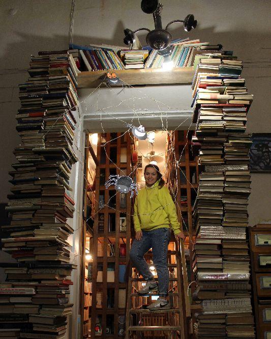 У бібліотеці Короленка шукали кролика у підземеллях і чаювали в Аліси (Фото)